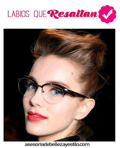 maquillaje para chicas que usan lentes labios rojos