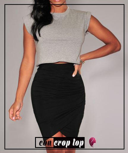 como combinar una falda negra de tubo drapeada crop top combine outfit black skirt