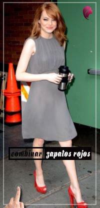 ¿Cómo combinar zapatos rojos? con vestido gris