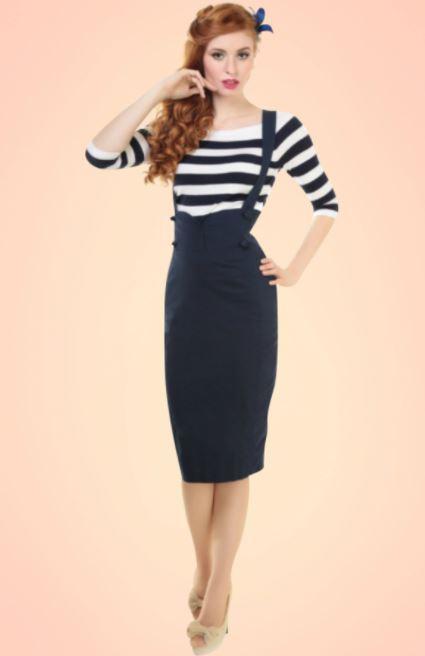 como combinar una falda larga azul marino con blusa de rayas