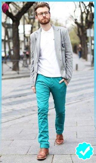 como combinar un pantalón turquesa con un blazer gris