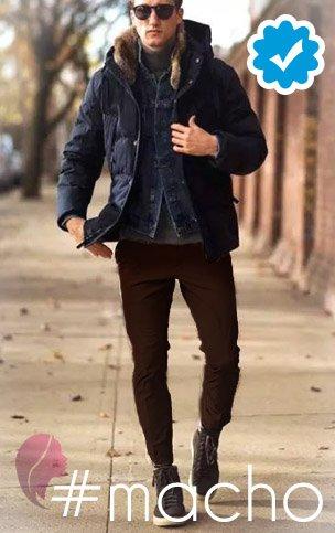 como combinar un pantalón café oscuro de hombre con chaqueta azul marino