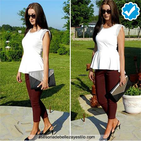 como combinar un pantalón café oscuro con una blusa blanca