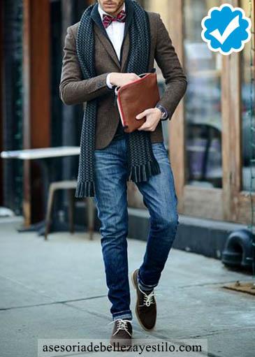 Como combinar un pantalón azul de hombre