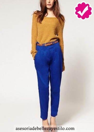 Como combinar un pantalón azul de mujer con jersey amarillo