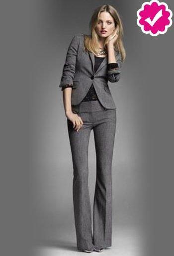 Como combinar un pantalón gris de vestir de mujer