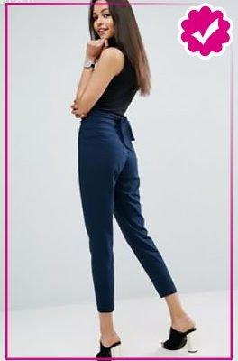 Como combinar un pantalón azul marino de mujer top negro