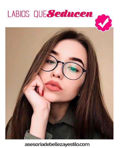 maquillaje para chicas que usan lentes, labios