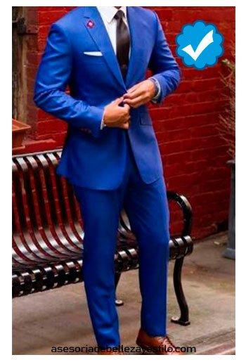 combinar pantalón azul rey traje de vestir de hombre
