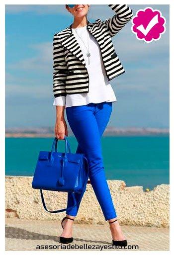 combinar pantalón azul rey con blazera rayas de vestir