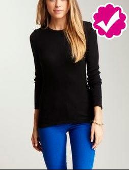 combinar pantalón azul rey con sweater negro para mujer